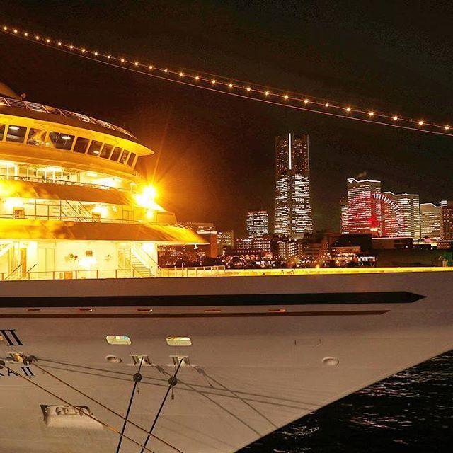 Instagram【nekotea_skywalker】さんの写真をピンしています。 《Cruise Ship ASUKA II With Nightview of Yokohama.  飛鳥IIと横浜夜景 大桟橋より #横浜 #飛鳥ii #夜景 #飛鳥2 #skyscrapers #illuminated #night #nightscape #nightview #nightphotography #yokohama #japan #eyeem #cruiseship #asuka2》