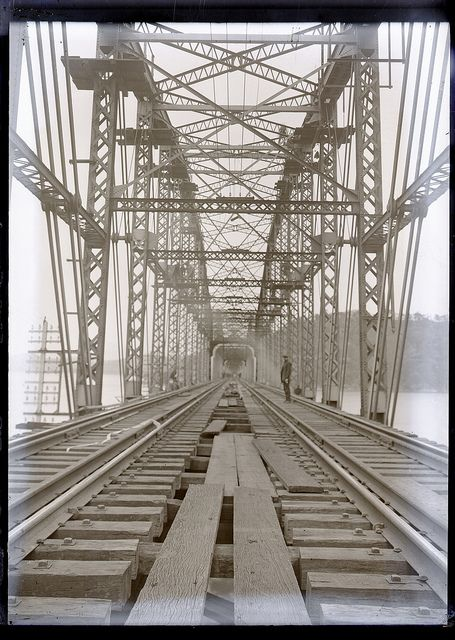 Building the first railway bridge across the Hawkesbury 1888