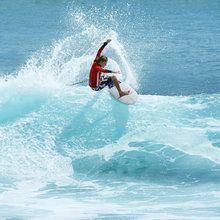 Fototapet - Surfer Carving Top of Wave