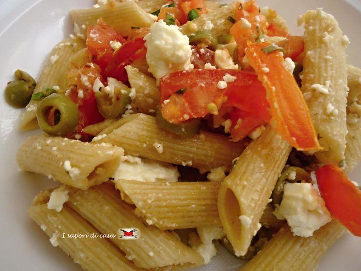 Pasta integrale fredda con Feta pomodorini e olive