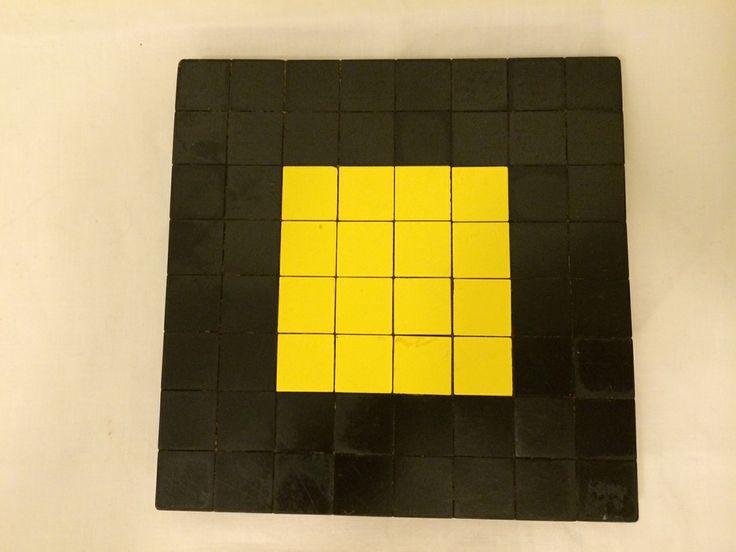 Retro Grytunderlägg i gult och svart.  Lite slitet men så retro.   Finns hos morfarslada.com