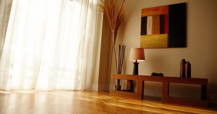 O comprimento adequado de cortinas painel. As cortinas são muito funcionais. Elas bloqueiam a luz que entra pelas janelas e mantém a privacidade, impedindo que pessoas vejam dentro da casa. Ainda melhor, podem ir além de suas funções e realçar a aparência do cômodo. Se as suas cortinas são muito longas ou muito curtas, elas subtraem sua decoração mais do que realçam. Obtenha o tamanho ...