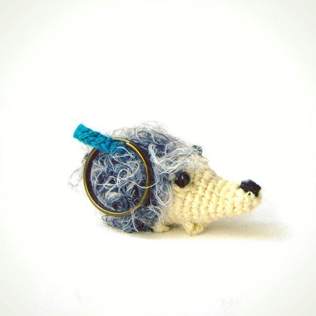 Bir küçük kirpi meselesi 🌸 Yaklaşık 5cm uzunluğunda anahtarlık.  #kakugurumi #elyapimi #handmade #diy #organik #crochetaddict #vscoturkey #pati #fluff #fluffy  #bebek #kirpi #amigurumi #crochet #instagurumi #orgu #anahtarlik #keychain #hediye #yeniyıl #hediyesi #craft #amigurumilovers #farkli #kisiyeozel #handmake  #kirpianahtarlik #crochetaddict