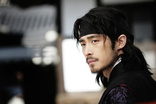 lee shi hwan in Hwang Jin Yi