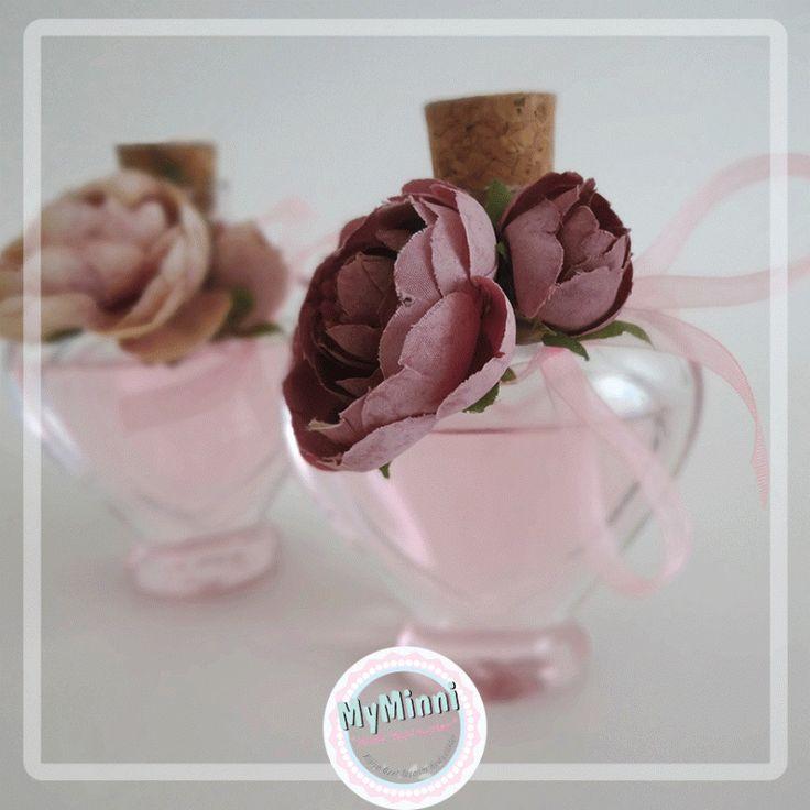 Büyük çiçekli kalp şişe