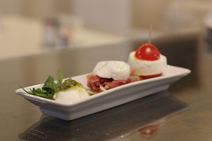 """""""Mozzarella tricolore"""". :) Disponibile dal 15 maggio a pranzo, spuntino, cena e dopo cena a L'Androne di Cervia."""