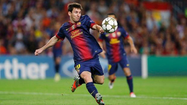 Lionel Messi receives second Golden Boot as top scorer.