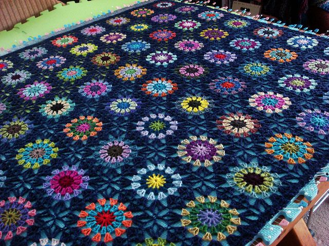 """Flowers in the Purple"" afghan. (Starburst afghan). Link to free pattern xox"
