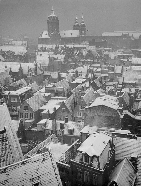 """ Snowy Roofs "" Amsterdam 1956. Kees Scherer"
