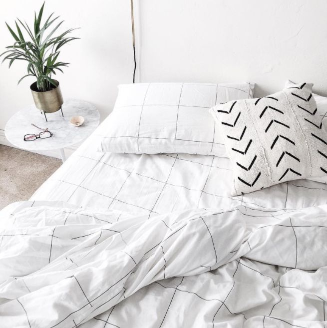 Inspiratieboost: wit beddengoed met print en borduursels - Roomed