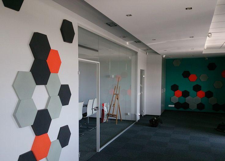 Fluffo, Fabryka Miękkich Ścian - ściana Fluffo w biurze w Łomiankach. Projekt by Zizi Studio Projektowanie Wnętrz. www.zizistudios.pl