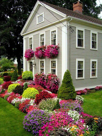 no idea where this is, LOVE it: Flowers Gardens, Green Thumb, Color, Greenthumb, Front Yard, Flowers Beds, Flowers Boxes, Gardens Border, Window Boxes