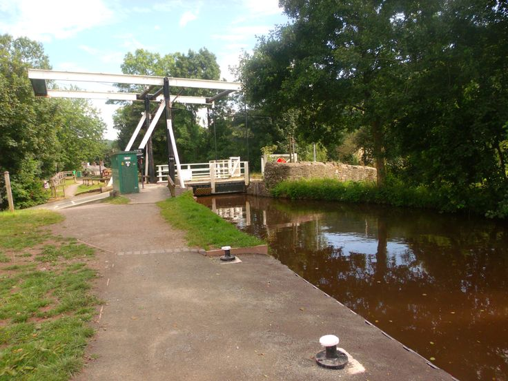 Electric Lift Bridge at Talybony - Brecon & Monmouthshire Canal.