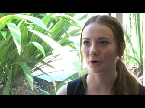 Why Meshael chose UWS for her Bachelor of Social Work - YouTube