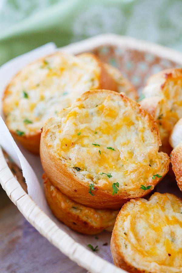 ほかほかチーズがとろ〜り♡ガーリック&チーズブレッドの作り方3選 ... テキサス風チーズ&ガーリックトースト