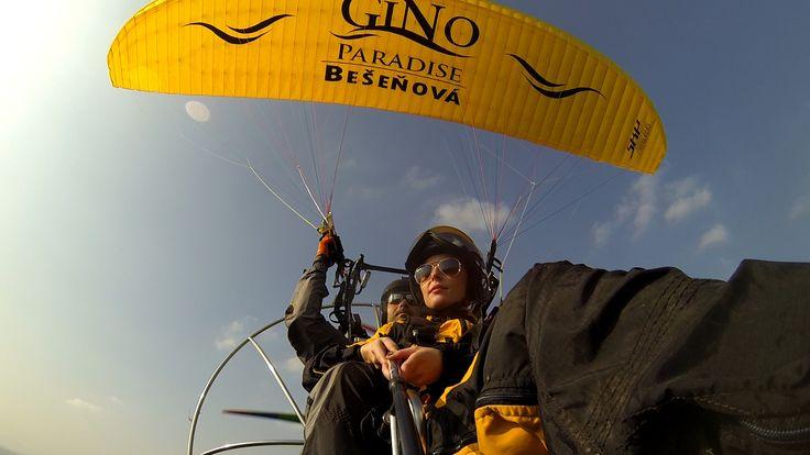 Pokračujeme v sérii, ktorá je pripravená špeciálne pre čitateľov mužom.sk. Jej súčasťou je nie len odhalenie toho, čo sa dá na Liptove zažiť, ale v každom článku vás čaká špeciálna ponuka.Motorový paragliding síce patrí medzi rizikové športy a pilot musí byť vždy opatrný, no v skutočnosti je