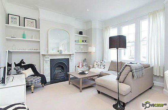 - londra _ fulham  Trilocale posto al primo piano di palazzina d'epoca sita nel cuore di Fulham, nella rinomata area residenziale di Munster Village.   L'appartamento é composto da ingresso, soggiorno, cucina separata, 2 camere da letto e bagno.