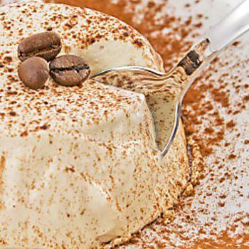 Semifreddo al caffè, la ricetta velocissima del dolce da preparare agli amici!