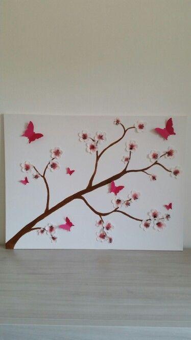 Voor op de babykamer. Canvas, bloemen en verf bij de action gehaald, vlinders zelf uitgeknipt.