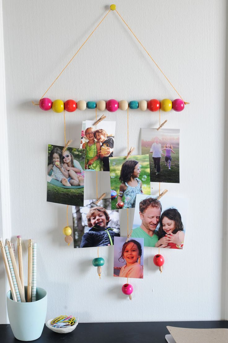 DIY photo wall hanging. Great Valentine's gift for mom, dad, or grandparents!