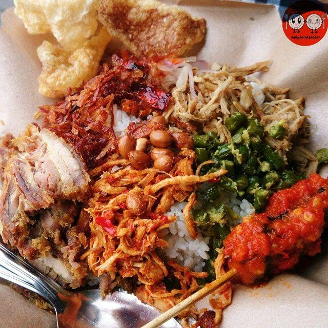 Nasi campur Babi Prameswari (food truck) Jl. Raya Darmo Harapan, Sby (Arah jalan ke Pasar Modern Puncak Permai) Buka: Selasa-Jumat (08.00 - 12.30) Sabtu-Minggu (07.00 - 12.30) Senin TUTUP