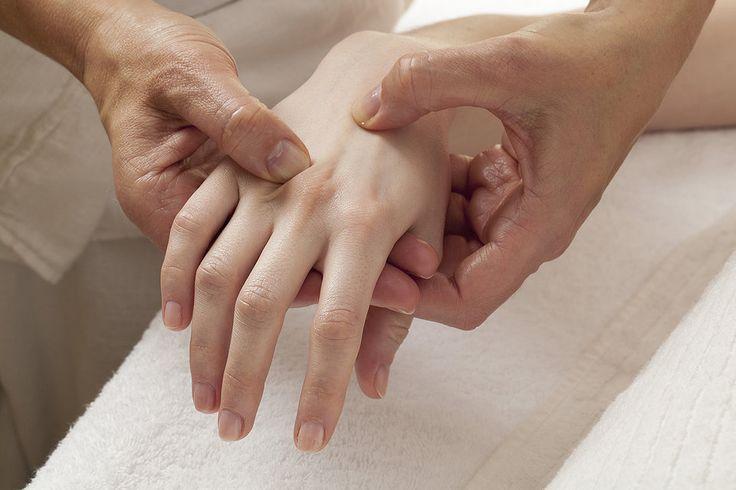 À combien s'élève le remboursement de la réflexologie pour un adepte du massage plantaire ? Trouvez la réponse par ici >>> http://www.mutuelles-pas-cheres.org/reflexologie-remboursement-mutuelle