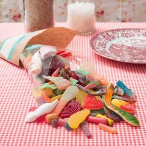 Der Zuckerbäcker Shop. Eine bunte Auswahl an leckeren Süßigkeiten. Saure Zungen, Schlümpfe, Apfelringe, Colaflaschen, Haifische.... mmmh Lecker!
