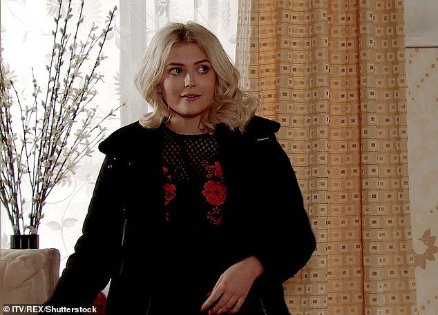 Corrie S Lucy Fallon Flaunts Curves Before Cosying Up To Tom Leech Coronation Street Lucy Fallon Celebrities Female