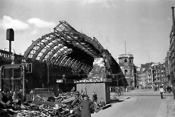 Bahnhof Alexanderplatz 1945