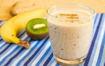 Молочный коктейль с фруктами и имбирем