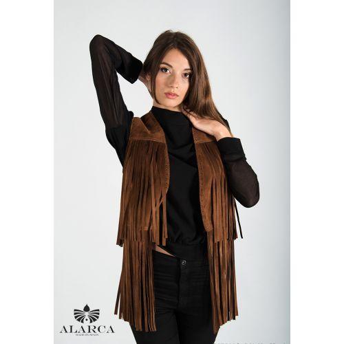 El #chaleco más cool de la temporada ya esta aqui, y es de #Alarca . Con sus inconfundibles, y originales #flecos, provee a quien lo lleva de la exclusividad de llevar un estilo #fashion y #trendy Fabricada 100% en #piel de #ante español de la mejor calidad y de forma #artesanal. #madeinspain #modaespañola #hechoenespaña Consíguela en la #BoutiqueOhMyChic - #OhMyChic - El escaparate de diseñadores de moda. Calle Duque de Sesto 13, #BarrioSalamanca #Madrid #BoutiqueMadrid #modaespañola