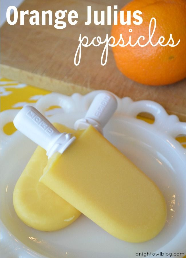 Orange Julius Popsicles | Do you remember Orange Julius drinks? These popsicles have all the same great taste and you can make them at home! Yum! | #popsicle #recipes