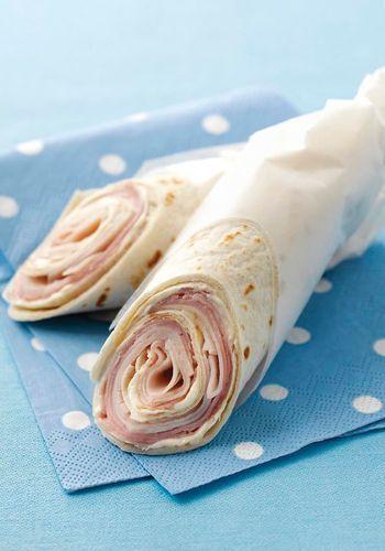 うず巻きの層がとっても美しいハムとターキーのシンプルなラップサンドは、お弁当にもおすすめです♪