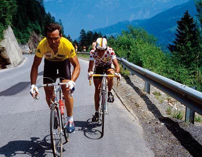 1985 -  Hinault au sommet  Bernard Hinault, avec le maillot de l'équipe La Vie Claire, montée par Bernard Tapie, rentre dans le club fermé des quintuples vainqueurs du Tour. Il reste le dernier Français titré sur l'épreuve.