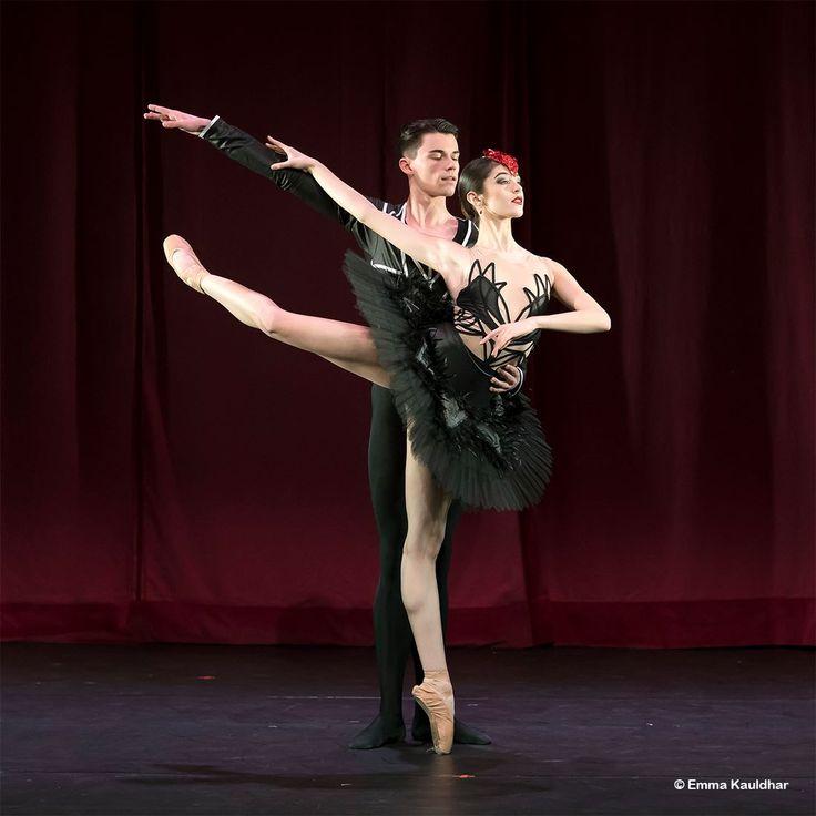 Ballet Central dancers Lita Flores Garcia and Saul Kilcullen Jarvis in Jenna Lee's Black Swan - Photo by Emma Kauldhar