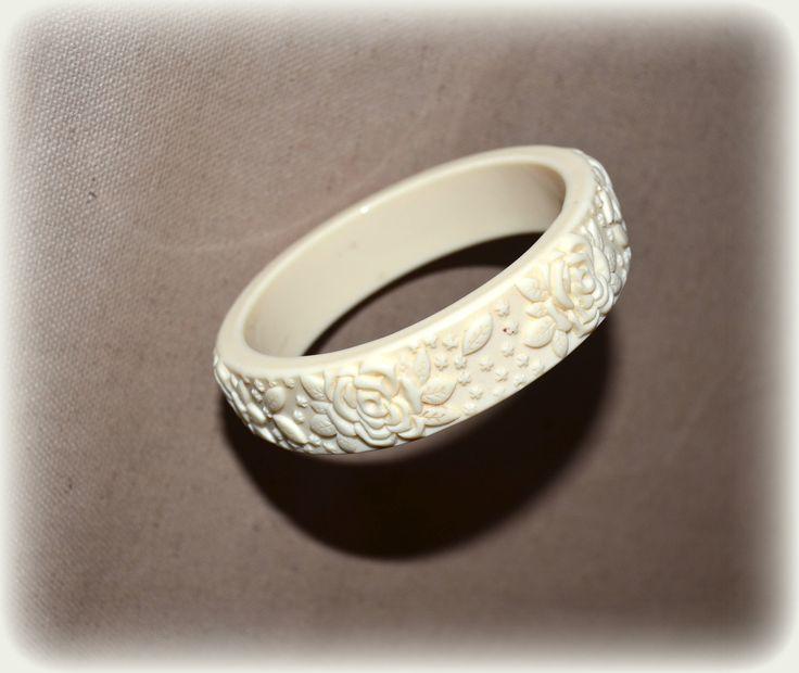 Vintage Cream Carved Celluloid Bangle ~ Ivory Plastic Bracelet ~ Art Deco Style ~ Celluloid Jewellery ~ Retro Carved Bangle Bracelets by CatsAndHatsVintage on Etsy