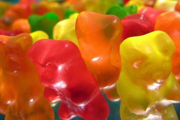 Homemade gummi bears (or any other gummi candy)