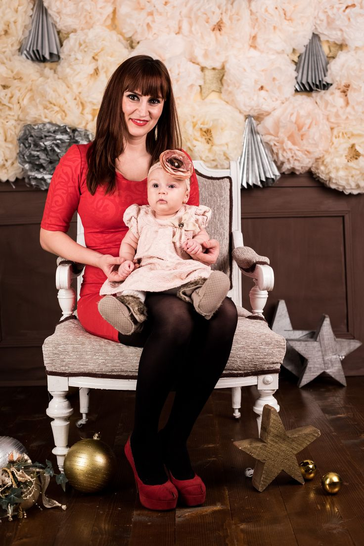 Sedinta foto cu tematici pentru copii. Sedinta foto de copii, bebelusi nounascuti, poze de familie la studio foto Recas Timisoara cu decor specific de Craciun.Fotograf copii Timisoara, studio foto copii! www.svproductions.ro