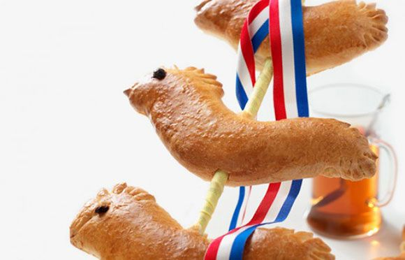 Pasen, ontbijt, brunch, recept, broodjes, paasbroodjes, vlechtbrood, krentenbrood, rozijnenbrood, konijnen, eieren, kippen, kuikens, haan, paaseieren, feest, kerst, kerstman, moederdag, vaderdag, ontbijt op bed, mama, papa, kinderen, peuter, kleuter, make