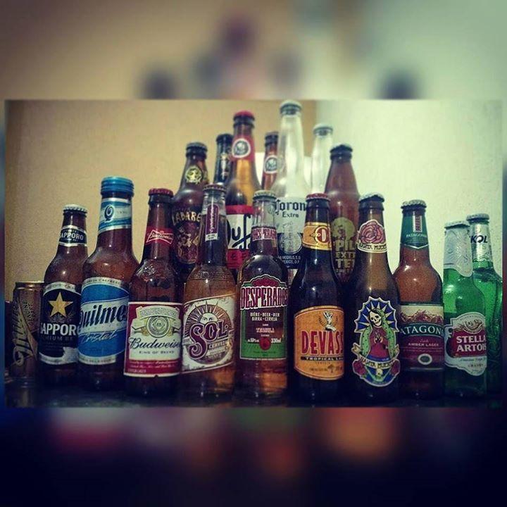 Soh aumentando!! Mais algumas para a coleção!!! #cerveja #beer #cervejagelada #boanoite #goodnight #skolbeats #santamuerte #corona #duff #quilmes #patagonia #stellaartois #miller #sapporo #sol #budweiser #desperados #devassa #tequila #biere #bier #birra #cerveza #colecao #hobby by abraaosantanna #WhiteHouse #USA