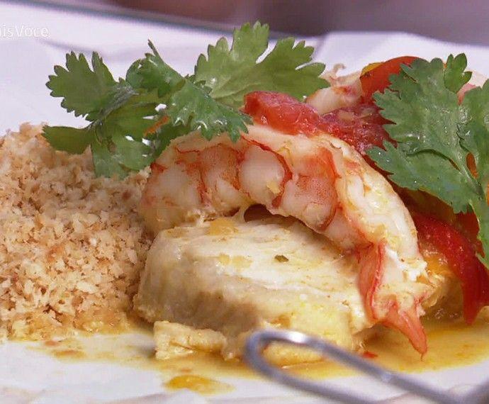 Moqueca Baiana en Papillote com Farofinha de Côco Queimado   Peixes e frutos do mar   Mais Você - Receitas Gshow