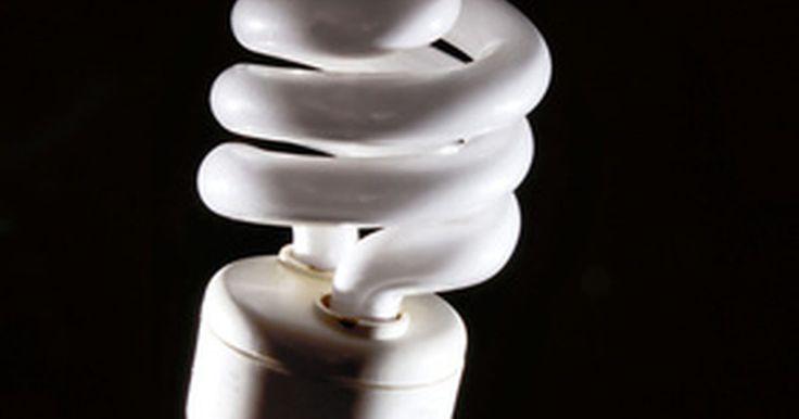 Balastros electrónicos y magnéticos. ¿Cuáles son mejores?. Las luces fluorescentes ofrecen muchas más ventajas que las antiguas bombillas incandescentes. Usan mucha menos energía, lo que permite ahorrar mucho cuando un edificio entero utiliza fluorescentes. Además duran mucho más y no fallan con facilidad. Sin embargo, debido a la forma en que las luces fluorescentes utilizan la corriente, requieren un ...