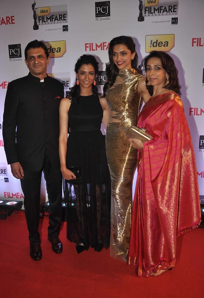 Deepika Padukone with her family walked the Red Carpet at the 59th Idea Filmfare Awards 2013. #Style #Bollywood #Fashion #Beauty