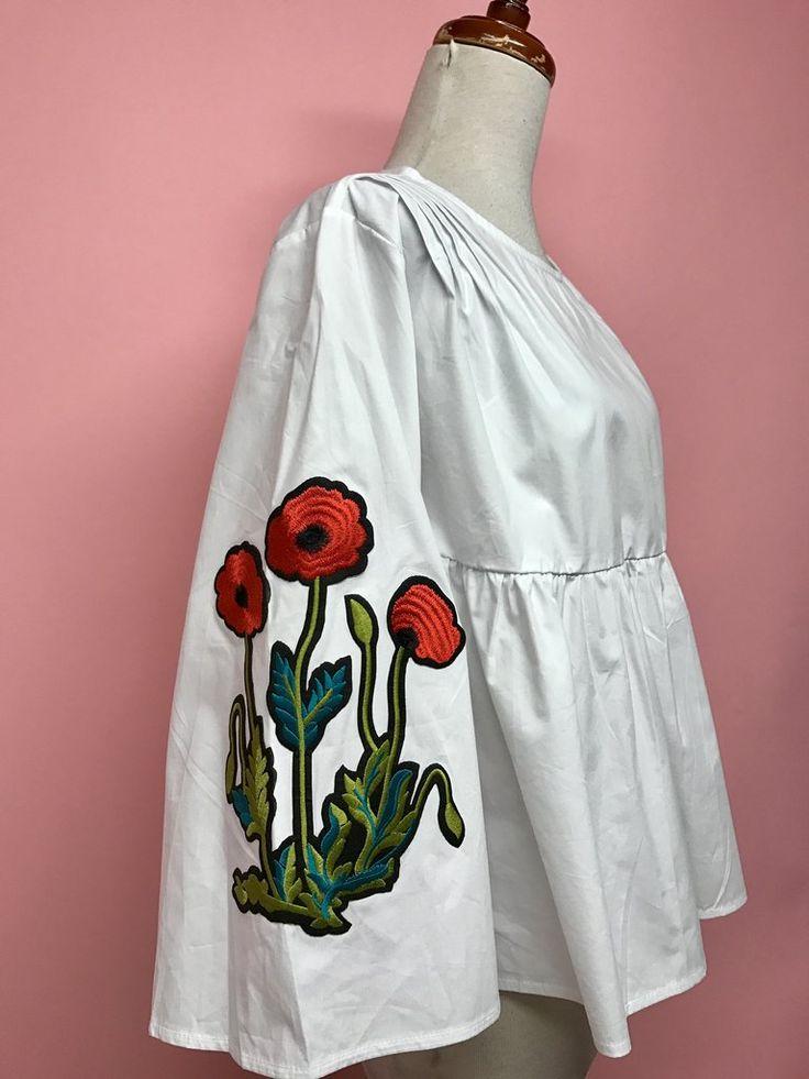 Blusa blanca holgada con flores rojas - OH MY! STORE