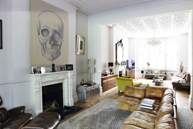 Lange kamer, bank, zilveren kist