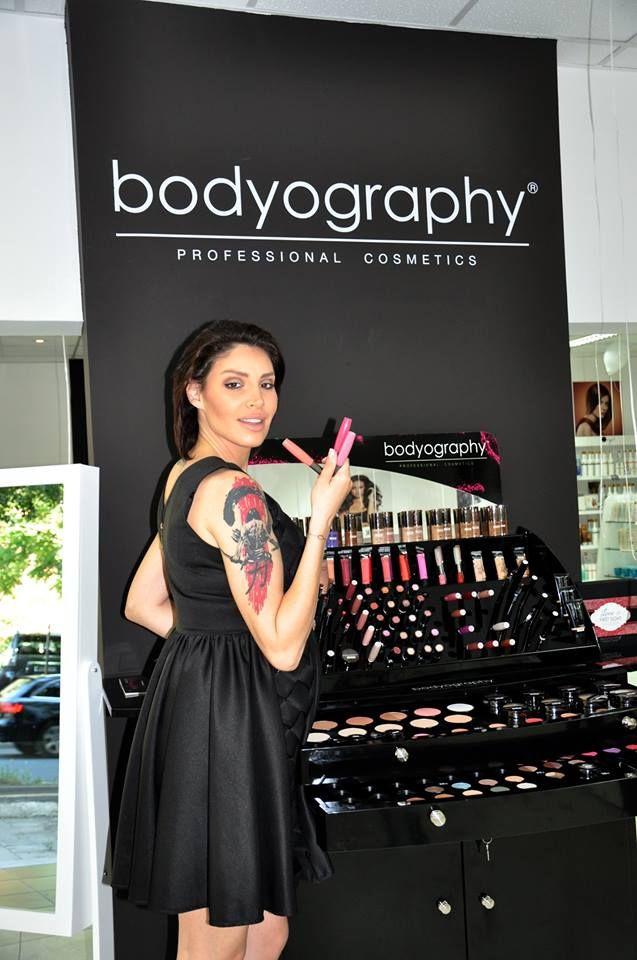 Ai încredere în Bodyography. Extraordinar de rezistentă și delicată cu fiecare tip de piele, marca americană de machiaj va face ca fața ta să strălucească!  https://www.pestisoruldeaur.com/bodyography