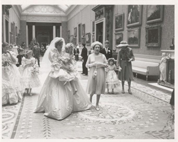 Sapatos de casamento da princesa Diana http://shoecommittee.com/blog/2015/8/19/sapatos-de-casamento-da-princesa-diana
