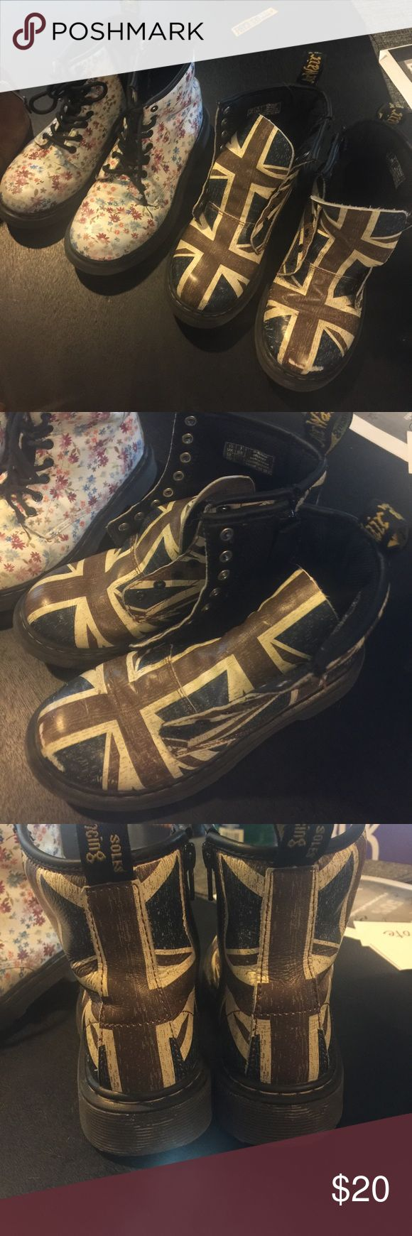 🔥sale🔥Dr Martens Kids size 1 used but in good condition sold separate. Price is for each or both for $25 Dr. Martens Shoes Rain & Snow Boots