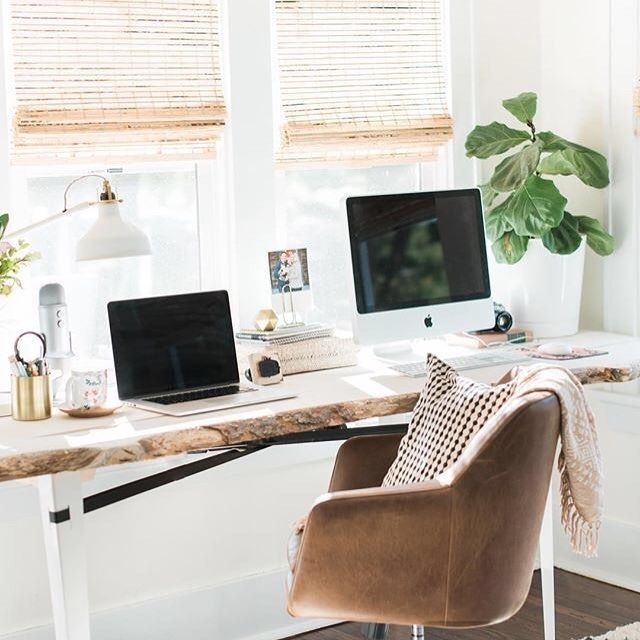 #levoofficegoals Starting our day with one of our favorite office spaces. Loving the light in this bright sunroom workspace of @jennakutcher
