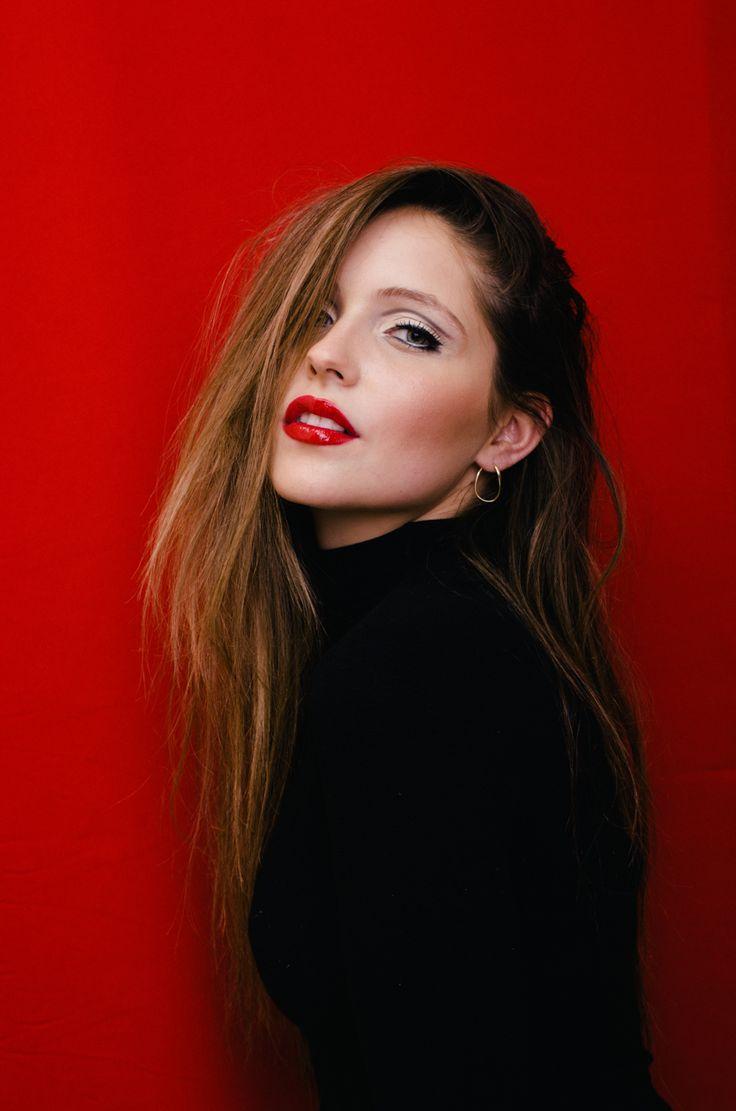 Red Model: Gabriela Barivieira Makeup: Ly Moreira Hair: Malga Photo: Michel Flores